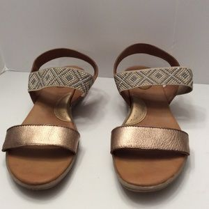 BOC GOLD LEATHER STUDDED SANDALS SIZE 10M